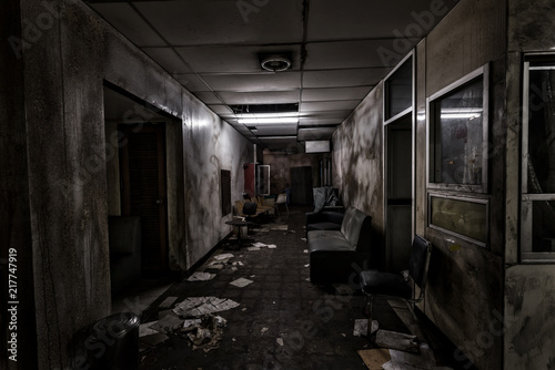 Fotografía  View of dark room abandoned in the Psychiatric Hospital