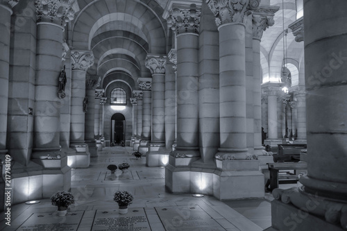 Photo Inside the Almudena Cathedral in Madrid
