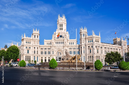 In de dag Madrid Cybele palace and fountain on Cibeles square, Madrid, Spain