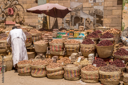 Photo Traditional egyptian bazaar with herbs and spices in Aswan, Egypt