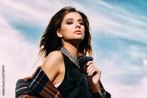 Poster Gypsy girl over blue sky