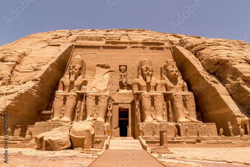 Foto  The Front of the Abu Simbel Temple, Aswan, Egypt, Africa