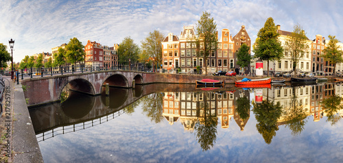 Naklejki miasto  beautiful-amsterdam-sunset-typical-old-dutch-houses-on-the-bridge-and-canals-in-spring-netherlands