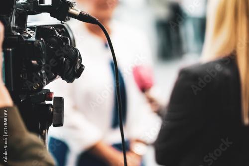 Obraz Media interview - fototapety do salonu