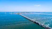 Küstenaufnahme Aus Der Luft Mit Der Drohne Der Deltawerke Als Damm In Zeeland Oosterschelde Als Hintergrund