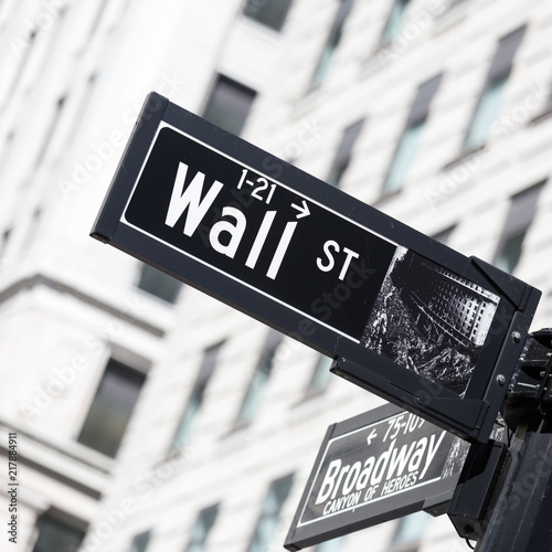 Deurstickers New York City Wall St. street sign in lower Manhattan, New York City, USA.