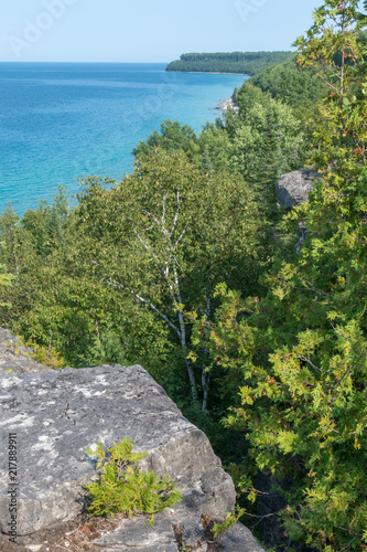 Fotobehang Landschap Bright beautiful landscape of Niagara Escarpment limestone cliffs along lake huron
