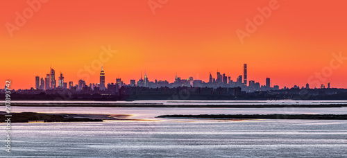 Deurstickers New York City Panorama of New York with the landscape in the foreground