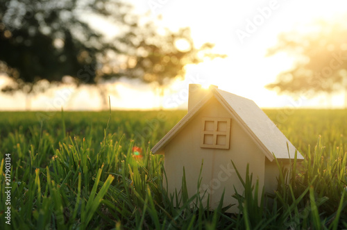 Foto Image of vintage house in the grass, garden or park at sunset light