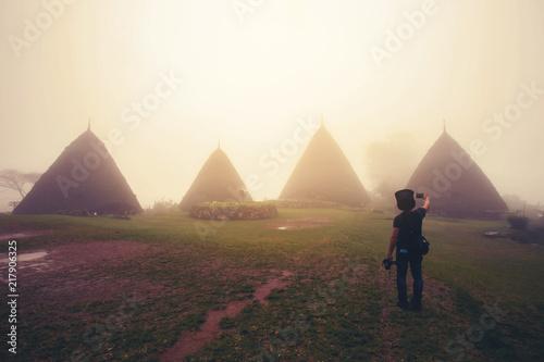 wae-rebo-village-w-flores-indonezja-tradycyjna-wioska-etniczna-manggara-z-tradycyjnymi