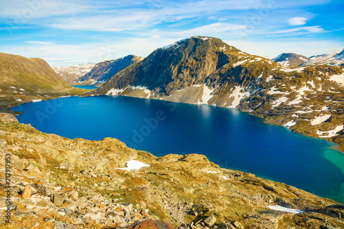 In de dag Zuid-Amerika land View of the lake Djupvatnet on the road to mount Dalsnibba in Norway