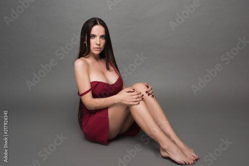 Fotografía Closeup portrait of young beautiful woman with with beautiful long hair