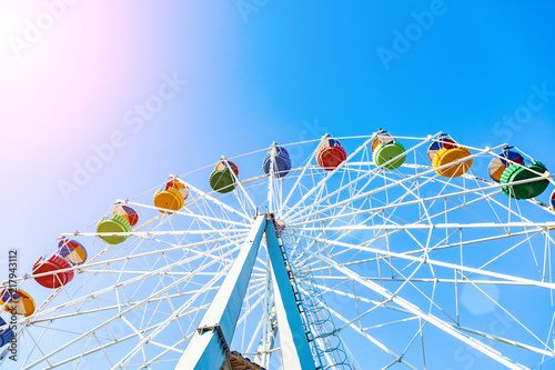 Poster Amusementspark Colorful ferris wheel of the amusement park in the blue sky background
