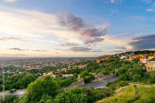 Fototapeta premium San Miguel de Allende widok na miasto o zachodzie słońca lub o zmierzchu