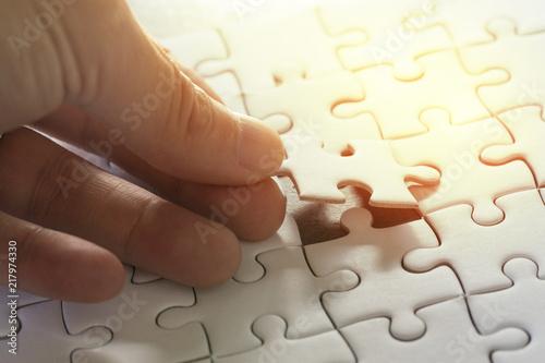 Obraz na plátně Business strategy, finish or finalize, problem solution metaphor concept, man ho