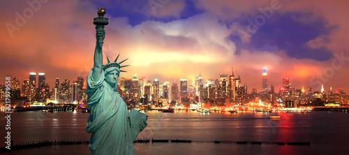 The New York City midtown Skyline at night Fototapeta