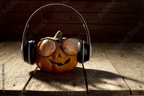 Poster Magasin de musique jack o lantern with headphones