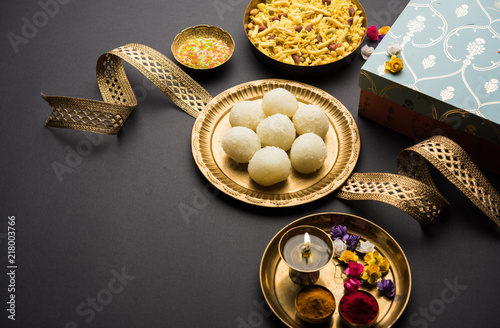 Valokuva  Raksha bandhan Festival : conceptual Rakhi made using plate full of Rasgulla sweet with band