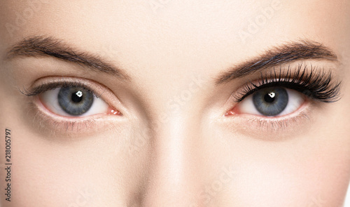 Cuadros en Lienzo  Lashes woman face eyes closeup