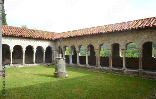 Foto  historic yard of the Cathedral St Bertrand de Comminges France