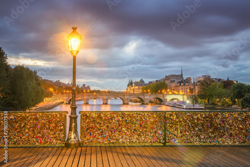 Fotobehang Centraal Europa Paris - Pont des Arts first light