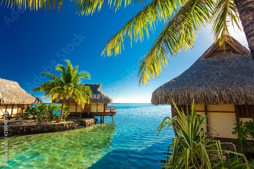 Cuadros en Lienzo Over water bungalows and green lagoon, Moorea, French Polynesia