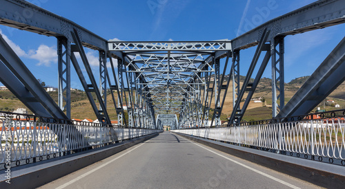 Spoed Fotobehang Bruggen Iron Bridge in Pinhao, Duoro Valley, Portugal