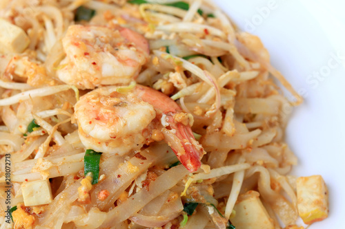 Foto op Canvas Klaar gerecht Thai style noodles, Pad Thai, stir-fried rice noodles with shrimp serve with vegetable in white plate on white background. The one of Thailand's national main dish. the popular food in Thailand.