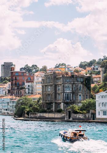 Fotografia  Motor Boat on Bosphorus Istanbul