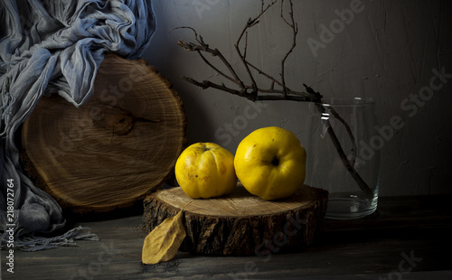 Photographie Quince, apples, pears on a wooden cut.