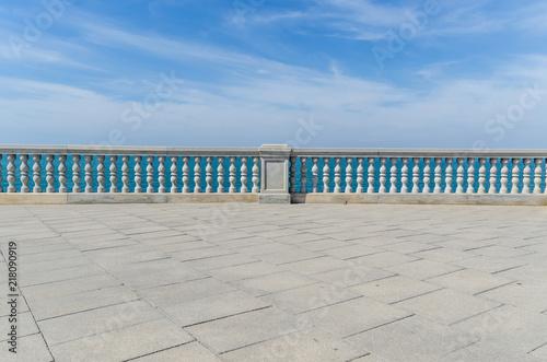 Obraz na plátně Beach promenade in Cadiz