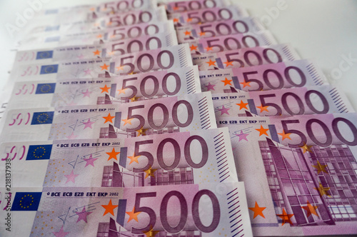 Fotografiet  Five hundred euros banknotes in row