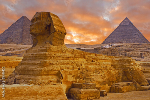 Fototapeta View of the sphinx Egypt, the giza plateau in the sahara desert