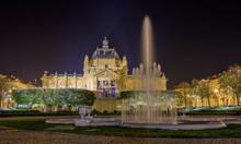 Kunstpavillon Bei Nacht In Zagreb Kroatien