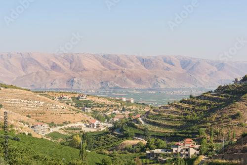 Fotografía Panorama of the Bekaa Valley landscape over Fourzol, Lebanon.