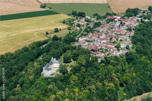 Fotografia  vue aérienne du château de Reynel dans la Marne en France