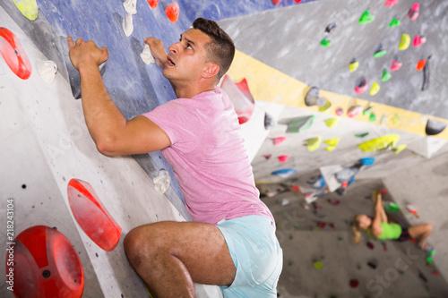 Photo Man training at bouldering gym