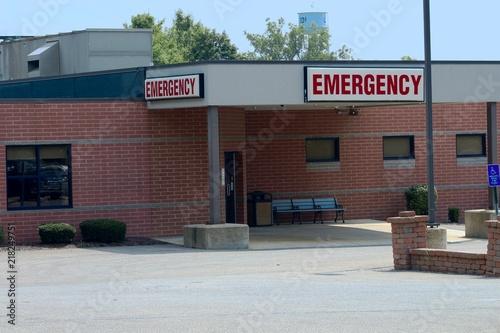 Zdjęcie XXL pogotowie szpitalne w miasteczku wiejskim