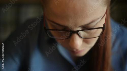 Женщины изменяют рыжая японка видео раздвинула ноги фото