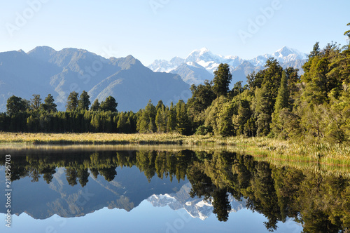 Poster Bergen Lake with reflect of mountain, New Zealand