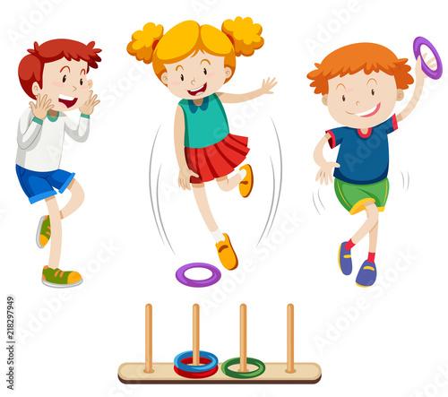 Fotografiet Children playing ring toss