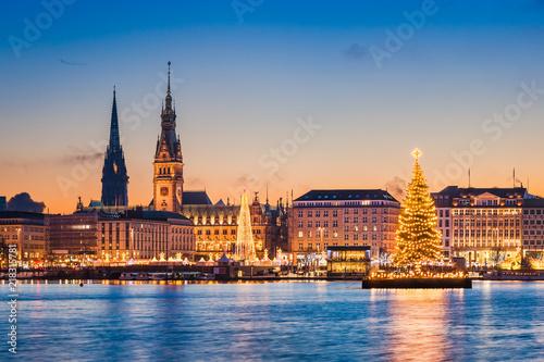 Cadres-photo bureau Lieu d Europe Skyline und Weihnachtsmarkt von Hamburg, Deutschland