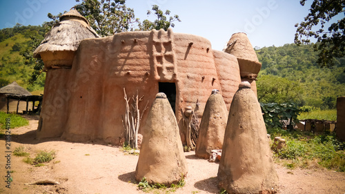 Montage in der Fensternische Historisches Gebaude Traditional Tammari people village of Tamberma at Koutammakou, the Land of the Batammariba, Kara region, Togo