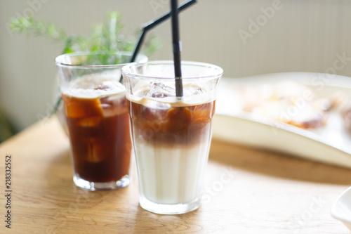 アイスカフェラテとアイスコーヒー Fototapet