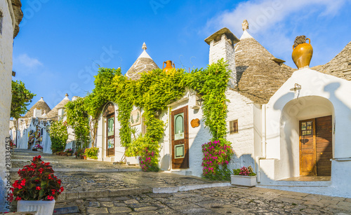 Photo The traditional Trulli houses in Alberobello city, Apulia, Italy