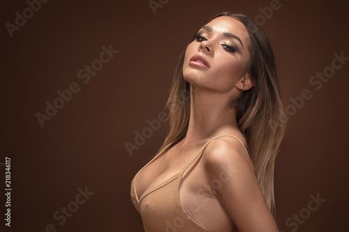 Fototapeta Beauty portrait of sensual brunette girl. obraz