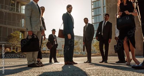 obraz dibond Business people standing on street