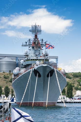 rosyjski-okret-wojenny-w-porcie
