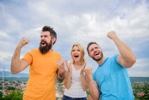 Fotografía  Woman and men look emotional successful celebrate victory sky background