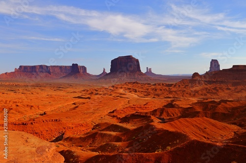 Fotobehang Bruin rock butte in Monument Valley in Utah USA